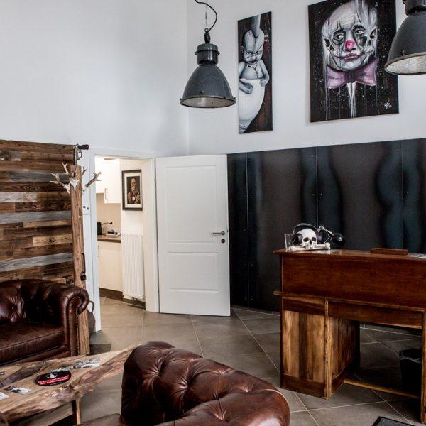 Dash Studio Warteraum Couch Wohnzimmer Tattoo Atlier